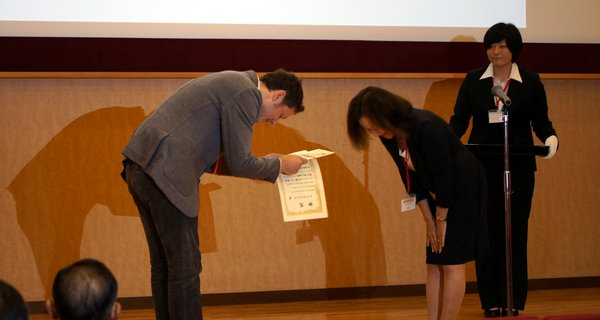 Andrew MacIntosh receiving the Takashimia Prize